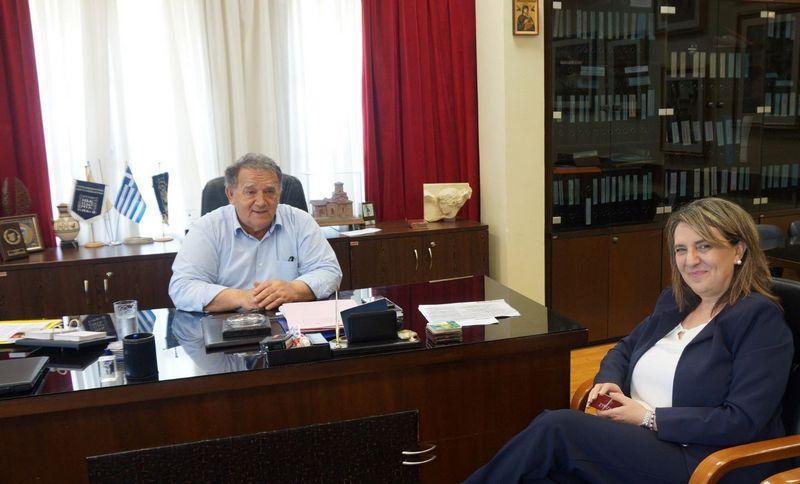 Τον Δήμαρχο Καστοριάς κ. Ανέστη Αγγελή επισκέφθηκε η Υφυπουργός Αγροτικής Ανάπτυξης και Βουλευτής τον Νομού Καστοριάς κ. Ολυμπία Τελιγιορίδου.