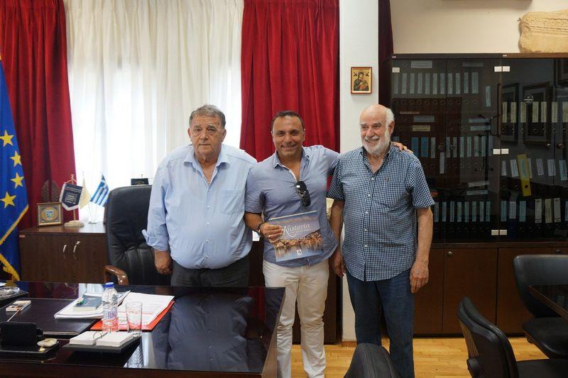 Τον Δήμαρχο Καστοριάς, κ. Ανέστη Αγγελή, επισκέφθηκε σήμερα ο καταξιωμένος μουσικοσυνθέτης κ. Παύλος Σιμτικίδης (Pavlo)